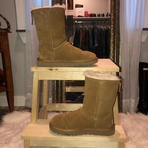Tan classic short UGG boot